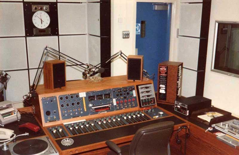 http://www.stanlaundon.com/tees/studio2.jpg